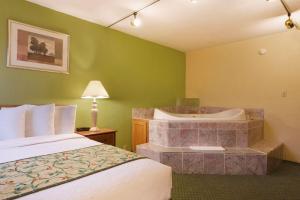 Travelodge Sturgis- Michigan, Motels  Sturgis - big - 8