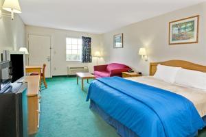 Ikkerygerværelse med sovesofa og kingsize-seng