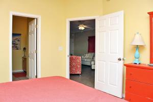 Orange Beach Villas - Beach Retreat Home, Dovolenkové domy  Orange Beach - big - 13