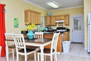 Orange Beach Villas - Beach Retreat Home, Dovolenkové domy  Orange Beach - big - 24