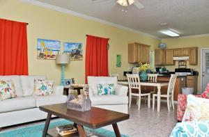 Orange Beach Villas - Beach Retreat Home, Dovolenkové domy  Orange Beach - big - 32