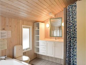 Holiday home Pøt Strandby Dnmk I, Дома для отпуска  Sønderby - big - 6