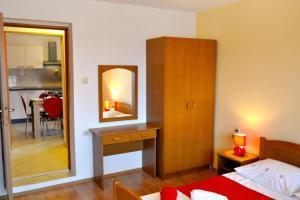 Apartment Okrug Gornji 6067a, Apartmány  Trogir - big - 6