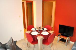 Apartment Okrug Gornji 6067a, Apartmány  Trogir - big - 9