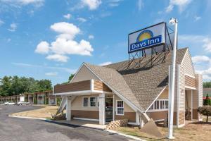 Days Inn by Wyndham Vernon, Hotels  Vernon - big - 4