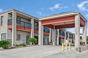 Days Inn by Wyndham San Antonio Near Fiesta Park, Hotel  San Antonio - big - 1