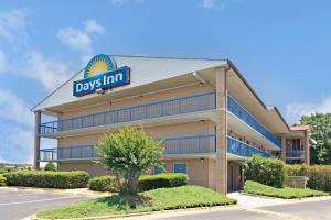 """Days Inn by Wyndham Charlotte Northlake"""