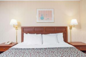 Days Inn by Wyndham Liberty, Hotel  Ferndale - big - 32
