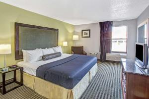 Days Inn by Wyndham Great Lakes - N. Chicago, Hotely  North Chicago - big - 33