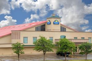 Days Inn & Suites Lubbock South