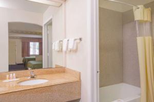 Days Inn & Suites Nacogdoches, Motel  Nacogdoches - big - 32