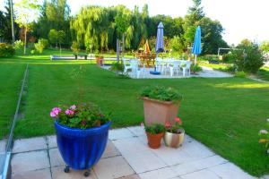 Aux Jardins d'Alice, Bed and breakfasts  Asnans - big - 29