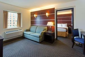 Days Inn & Suites by Wyndham Milwaukee, Hotel  Milwaukee - big - 49