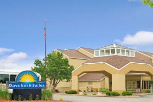 Days Inn and Suites St. Louis-Westport