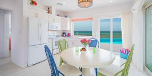 Coral Cottages, Villas  Old Man Bay - big - 3