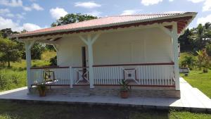 Cocon des Alizés, Hétvégi házak  Le Moule - big - 7