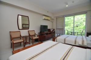 Miranda 306B by Kel's Place, Apartments  Nasugbu - big - 4