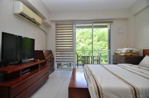 Miranda 306B by Kel's Place, Apartments  Nasugbu - big - 2