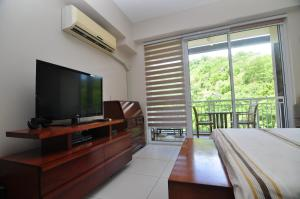 Miranda 306B by Kel's Place, Apartments  Nasugbu - big - 5