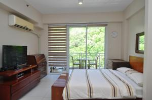 Miranda 306B by Kel's Place, Apartments  Nasugbu - big - 10
