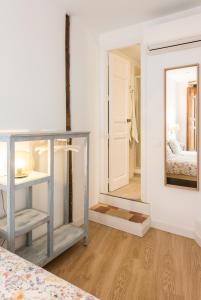 Prado Santa Ana 2BD/2BA, Apartments  Madrid - big - 12