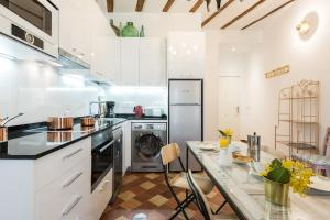 Prado Santa Ana 2BD/2BA, Apartments  Madrid - big - 38