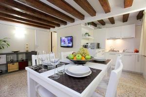 Alberto Apartment in Venice - AbcAlberghi.com