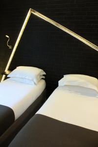 Adjoining Double Rooms (2 Adults+2 Children)