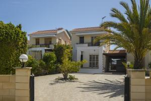 Meneou Beachfront Villa, Vily  Meneou - big - 44