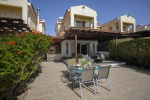 Meneou Beachfront Villa, Vily  Meneou - big - 3