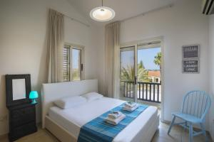 Meneou Beachfront Villa, Vily  Meneou - big - 15
