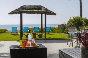 Meneou Beachfront Villa, Vily  Meneou - big - 5