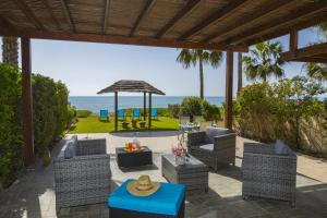 Meneou Beachfront Villa, Vily  Meneou - big - 20