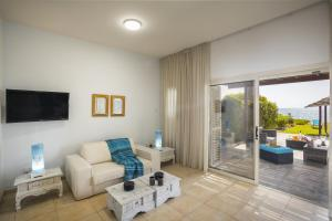 Meneou Beachfront Villa, Vily  Meneou - big - 28