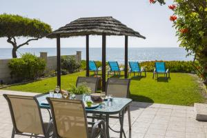 Meneou Beachfront Villa, Vily  Meneou - big - 7