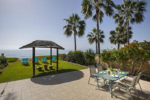 Meneou Beachfront Villa, Vily  Meneou - big - 9