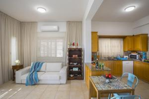 Meneou Beachfront Villa, Vily  Meneou - big - 36
