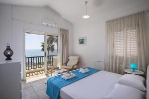 Meneou Beachfront Villa, Vily  Meneou - big - 42