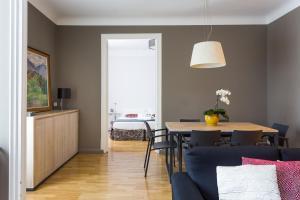 Three-Bedroom Apartment with Balcony