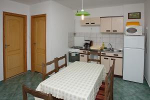 Páratlan Apartmanház, Apartmány  Szilvásvárad - big - 8