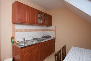 Páratlan Apartmanház, Apartmány  Szilvásvárad - big - 10