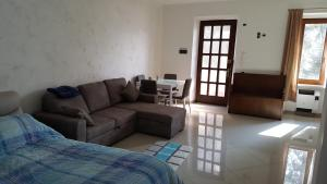 Eden Lake Park Apartment, Apartmanok  Ghirla - big - 4