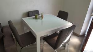 Eden Lake Park Apartment, Apartmanok  Ghirla - big - 7