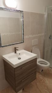 Eden Lake Park Apartment, Apartmanok  Ghirla - big - 8