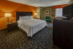 King Room with Bath Tub - Disability Access and Hearing Accessible/Non-Smoking