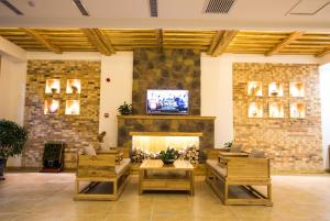 Dunhuang Courier Hotel