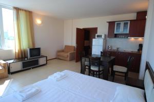 Menada Esperanto Apartments, Apartmány  Slunečné pobřeží - big - 65
