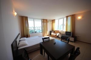 Menada Esperanto Apartments, Apartmány  Slunečné pobřeží - big - 67