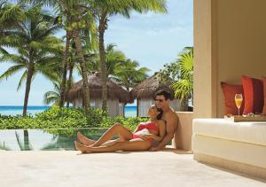 Preferred Club Junior Suite Ocean Front Swim Out King