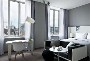 Luxury King Room with City View or Canal View
